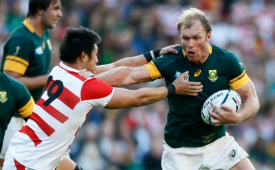 Rugby Union - South Africa v Japan - IRB Rugby World Cup 2015 Pool B - Brighton Community Stadium, Brighton, England - 19/9/15 South Africa's Schalk Burger in action with Shinya Makabe Reuters / Eddie Keogh Livepic